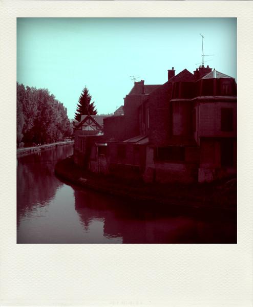 Amiens (Somme - 80090) [2008] (Photo de Didier Desmet) Canal Monochrome Pola [Artiste Infirme Moteur Cérébral] [Infirmité Motrice Cérébrale] [IMC] [Paralysie Cérébrale] [Cerebral Palsy] [Handicap]