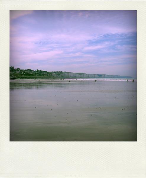 Ault - Les falaises vues de la plage d`Onival (Somme - 80460) [2011] (Photo de Didier Desmet) Pola [Artiste Infirme Moteur Cérébral] [Infirmité Motrice Cérébrale] [IMC] [Paralysie Cérébrale] [Cerebral Palsy] [Handicap]