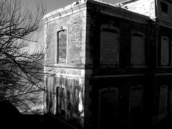 Ault - Sur la falaise, maison à l`abandon (détruite depuis) (Somme - 80460) [2005] (Photo de Didier Desmet) [Artiste Infirme Moteur Cérébral] [Infirmité Motrice Cérébrale] [IMC] [Paralysie Cérébrale] [Cerebral Palsy] [Handicap]