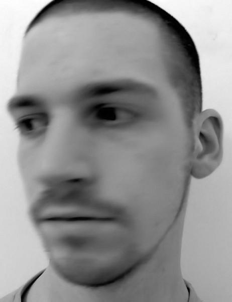 Autoportrait [Essai 2005] (Photo de Didier Desmet) (2) [Artiste Infirme Moteur Cérébral] [Infirmité Motrice Cérébrale] [IMC] [Paralysie Cérébrale] [Cerebral Palsy] [Handicap]