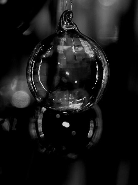 Boules en verre [2017] (Photo de Didier Desmet) [Artiste Infirme Moteur Cérébral] [Infirmité Motrice Cérébrale] [IMC] [Paralysie Cérébrale] [Cerebral Palsy] [Handicap]