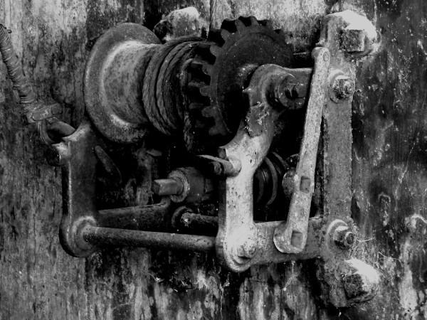Brissy Hamégicourt - Treuil (Aisne - 02240) [2019] (Photo de Didier Desmet) Noir et blanc (Treuil manuel ancien) [Artiste Infirme Moteur Cérébral] [Infirmité Motrice Cérébrale] [IMC] [Paralysie Cérébrale] [Cerebral Palsy] [Handicap]
