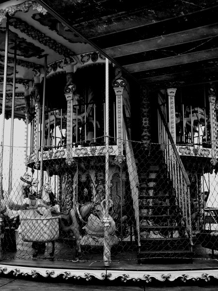 Carrousel du Tréport (Seine-Maritime - 76470) [2016] (Photo de Didier Desmet) Monochrome [Artiste Infirme Moteur Cérébral] [Infirmité Motrice Cérébrale] [IMC] [Paralysie Cérébrale] [Cerebral Palsy] [Handicap]