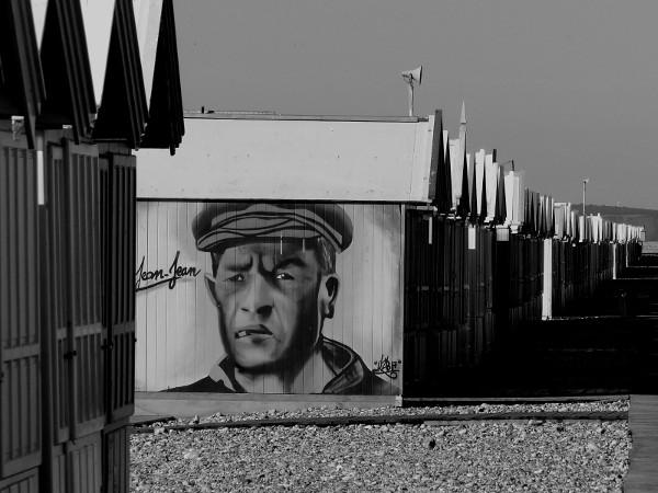 Cayeux-sur-mer - Cabines de plage (Somme - 80410) [2018] (Photo de Didier Desmet) [Artiste Infirme Moteur Cérébral] [Infirmité Motrice Cérébrale] [IMC] [Paralysie Cérébrale] [Cerebral Palsy] [Handicap]