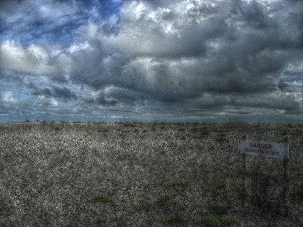 Cayeux-sur-mer - `Danger - Baignade interdite` (Somme - 80410) [2011] (Photo de Didier Desmet) [Artiste Infirme Moteur Cérébral] [Infirmité Motrice Cérébrale] [IMC] [Paralysie Cérébrale] [Cerebral Palsy] [Handicap]