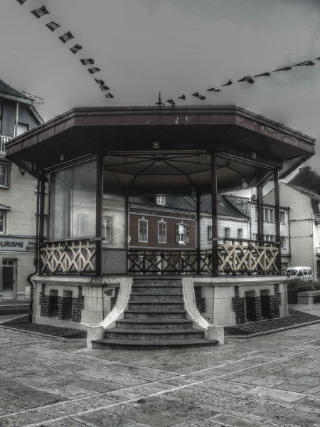 Cayeux-sur-mer - Le kiosque (Somme - 80410) [2011] (Photo de Didier Desmet) HDR [Artiste Infirme Moteur Cérébral] [Infirmité Motrice Cérébrale] [IMC] [Paralysie Cérébrale] [Cerebral Palsy] [Handicap]