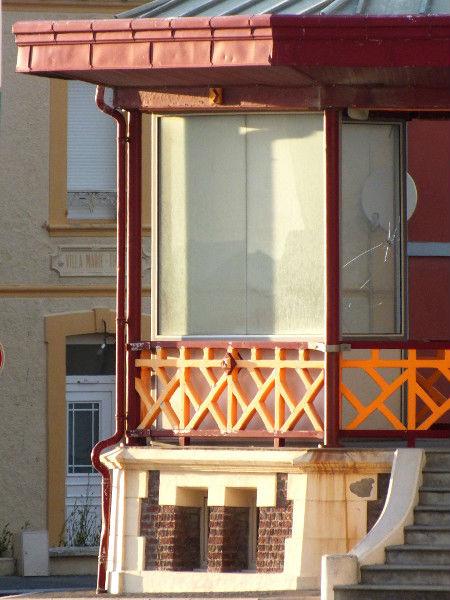 Cayeux-sur-mer - Le kiosque (Somme - 80410) [2012] (Photo de Didier Desmet) Juin [Artiste Infirme Moteur Cérébral] [Infirmité Motrice Cérébrale] [IMC] [Paralysie Cérébrale] [Cerebral Palsy] [Handicap]