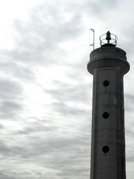 Cayeux-sur-mer - Le phare du Hourdel (Somme - 80410) [2011] (Photo de Didier Desmet) Août [Artiste Infirme Moteur Cérébral] [Infirmité Motrice Cérébrale] [IMC] [Paralysie Cérébrale] [Cerebral Palsy] [Handicap]
