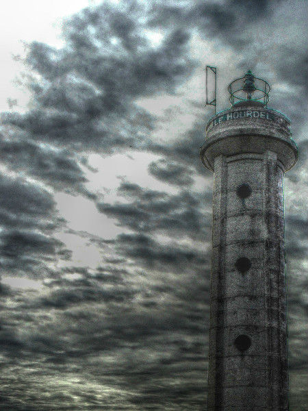 Cayeux-sur-mer - Le phare du Hourdel (Somme - 80410) [2011] (Photo de Didier Desmet) HDR [Artiste Infirme Moteur Cérébral] [Infirmité Motrice Cérébrale] [IMC] [Paralysie Cérébrale] [Cerebral Palsy] [Handicap]