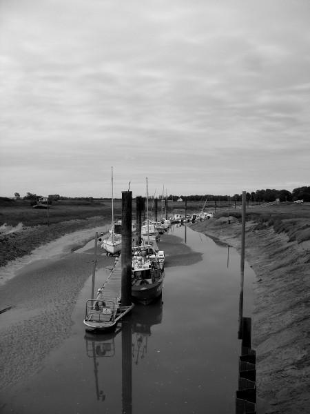 Cayeux-sur-mer - Le port du Hourdel (Somme - 80410) [2011] (Photo de Didier Desmet) Bateaux Août [Artiste Infirme Moteur Cérébral] [Infirmité Motrice Cérébrale] [IMC] [Paralysie Cérébrale] [Cerebral Palsy] [Handicap]