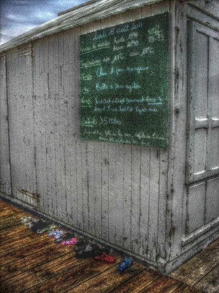 Cayeux-sur-mer - Objets trouvés (Somme - 80410) [2011] (Photo de Didier Desmet) HDR [Artiste Infirme Moteur Cérébral] [Infirmité Motrice Cérébrale] [IMC] [Paralysie Cérébrale] [Cerebral Palsy] [Handicap]