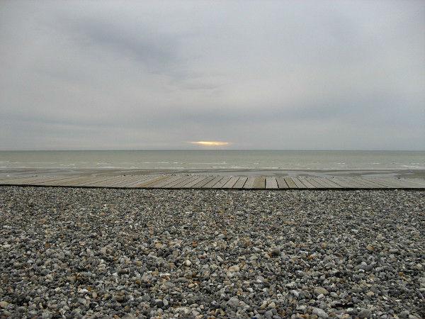 Cayeux-sur-mer - Promenade des planches (Somme - 80410) [2011] (Photo de Didier Desmet) Coucher de soleil Août [Artiste Infirme Moteur Cérébral] [Infirmité Motrice Cérébrale] [IMC] [Paralysie Cérébrale] [Cerebral Palsy] [Handicap]
