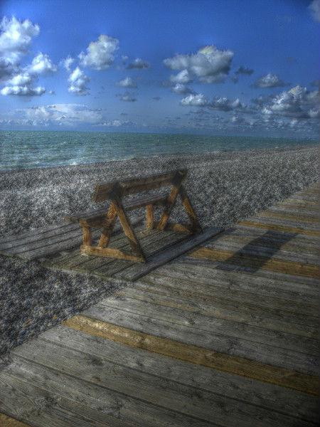 Cayeux-sur-mer (Somme - 80410) [2011] (Photo de Didier Desmet) Banc HDR [Artiste Infirme Moteur Cérébral] [Infirmité Motrice Cérébrale] [IMC] [Paralysie Cérébrale] [Cerebral Palsy] [Handicap]