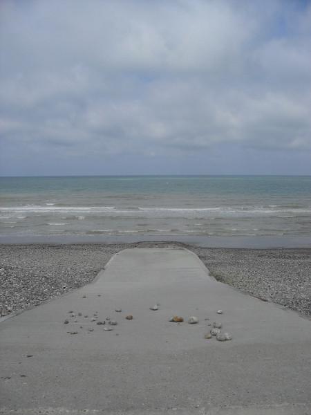 Cayeux-sur-mer (Somme - 80410) [2011] (Photo de Didier Desmet) Descente dans la mer Juillet [Artiste Infirme Moteur Cérébral] [Infirmité Motrice Cérébrale] [IMC] [Paralysie Cérébrale] [Cerebral Palsy] [Handicap]
