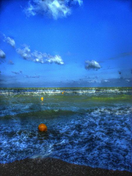 Cayeux-sur-mer (Somme - 80410) [2011] (Photo de Didier Desmet) HDR Bouées [Artiste Infirme Moteur Cérébral] [Infirmité Motrice Cérébrale] [IMC] [Paralysie Cérébrale] [Cerebral Palsy] [Handicap]