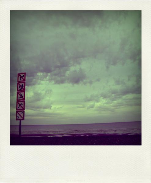 Cayeux-sur-mer (Somme - 80410) [2011] (Photo de Didier Desmet) Panneaux Interdit Aot Pola [Artiste Infirme Moteur Cérébral] [Infirmité Motrice Cérébrale] [IMC] [Paralysie Cérébrale] [Cerebral Palsy] [Handicap]