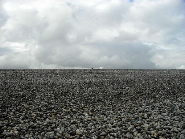 Cayeux-sur-mer (Somme - 80410) [2011] (Photo de Didier Desmet) Plage de galets Juillet [Artiste Infirme Moteur Cérébral] [Infirmité Motrice Cérébrale] [IMC] [Paralysie Cérébrale] [Cerebral Palsy] [Handicap]