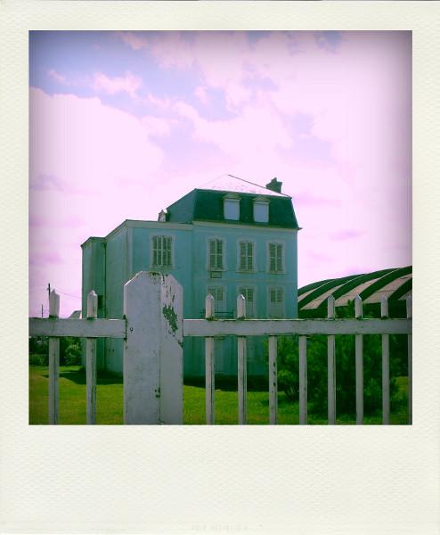 Cayeux-sur-mer - Villa bleue (Somme - 80410) [2011] (Photo de Didier Desmet) Juillet Pola [Artiste Infirme Moteur Cérébral] [Infirmité Motrice Cérébrale] [IMC] [Paralysie Cérébrale] [Cerebral Palsy] [Handicap]