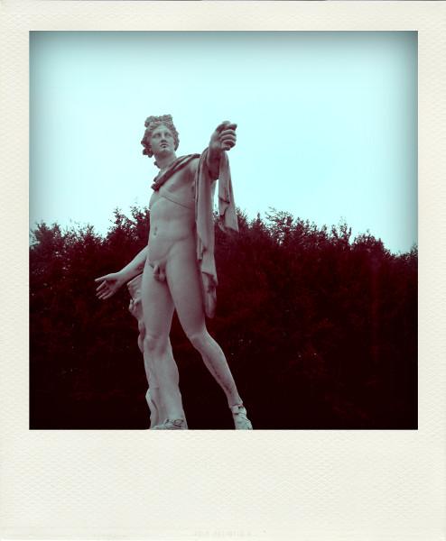 Eu - Apollon du Belvédère du Château d`Eu sous la pluie (Seine-Maritime - 76260) [2005] (Photo de Didier Desmet) Pola [Artiste Infirme Moteur Cérébral] [Infirmité Motrice Cérébrale] [IMC] [Paralysie Cérébrale] [Cerebral Palsy] [Handicap]