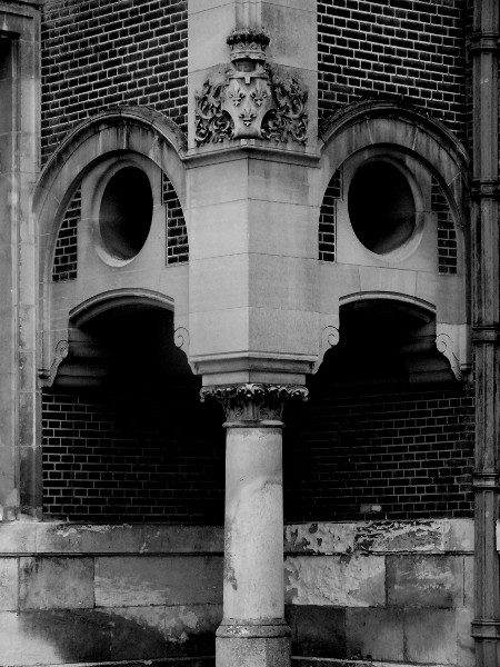 Eu - Château d`Eu (Seine-Maritime - 76260) [2016] (Photo de Didier Desmet) Noir et blanc architecture [Artiste Infirme Moteur Cérébral] [Infirmité Motrice Cérébrale] [IMC] [Paralysie Cérébrale] [Cerebral Palsy] [Handicap]