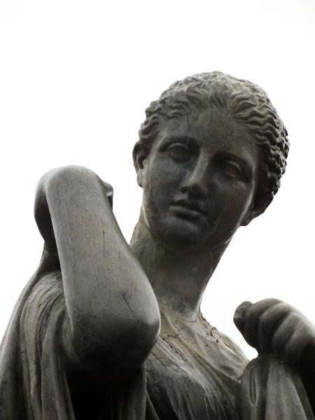 Eu - Reproduction en résine de la statue de Diane de Gabies Artémis - Jardin du Château d`Eu (Nord) (Seine-Maritime - 76260) [2016] (Photo de Didier Desmet) [Artiste Infirme Moteur Cérébral] [Infirmité Motrice Cérébrale] [IMC] [Paralysie Cérébrale] [Cerebral Palsy] [Handicap]