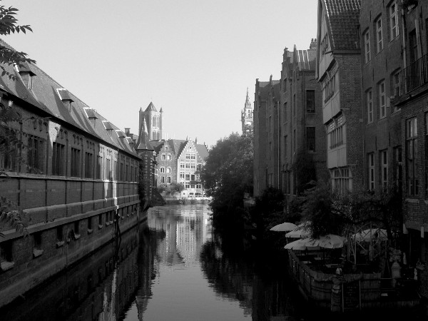 Gand (Belgique) [2009] (Photo de Didier Desmet) Noir et blanc Gent [Artiste Infirme Moteur Cérébral] [Infirmité Motrice Cérébrale] [IMC] [Paralysie Cérébrale] [Cerebral Palsy] [Handicap]