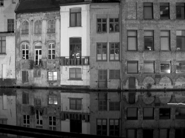 Gand (Belgique) [2009] (Photo de Didier Desmet) Soir Noir et blanc Gent [Artiste Infirme Moteur Cérébral] [Infirmité Motrice Cérébrale] [IMC] [Paralysie Cérébrale] [Cerebral Palsy] [Handicap]