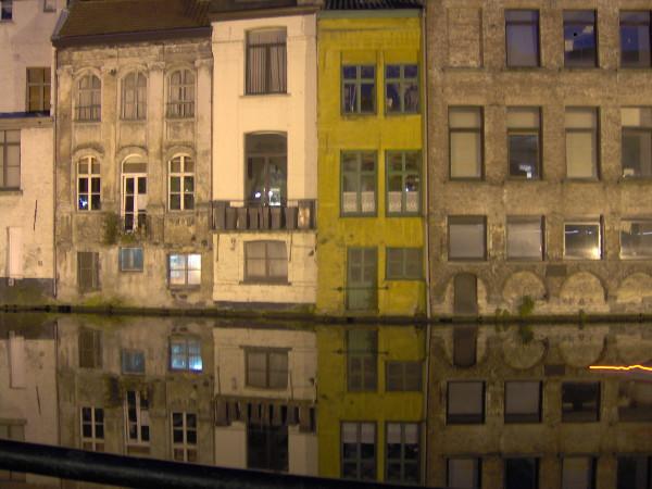 Gand (Belgique) 2009 (Photo de Didier Desmet) Soir Gent [Artiste Infirme Moteur Cérébral] [Infirmité Motrice Cérébrale] [IMC] [Paralysie Cérébrale] [Cerebral Palsy] [Handicap]