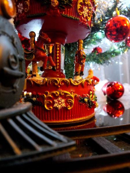 Joyeux Noël - Le carousel [2013] (photo de Didier Desmet) [Artiste Infirme Moteur Cérébral] [Infirmité Motrice Cérébrale] [IMC] [Paralysie Cérébrale] [Cerebral Palsy] [Handicap]