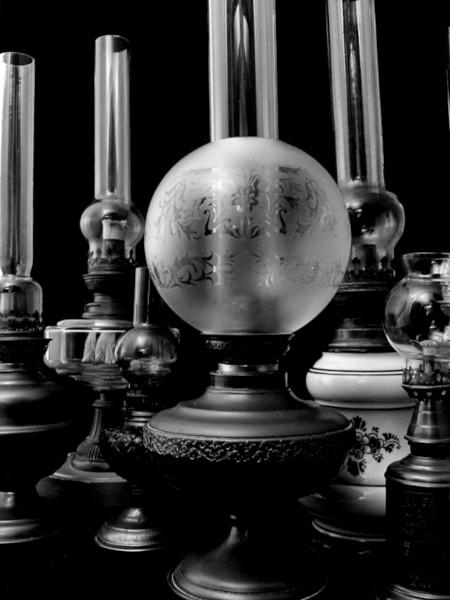 Lampes à pétrole [2020] (Photo de Didier Desmet) [Artiste Infirme Moteur Cérébral] [Infirmité Motrice Cérébrale] [IMC] [Paralysie Cérébrale] [Cerebral Palsy] [Handicap] [Kawaii]