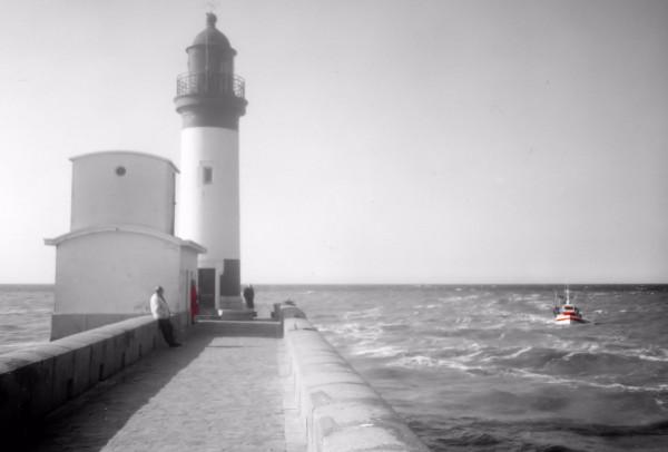 Le phare du Tréport - Le bateau (Seine-Maritime - 76470) [2001] (Photo de Didier Desmet) [Artiste Infirme Moteur Cérébral] [Infirmité Motrice Cérébrale] [IMC] [Paralysie Cérébrale] [Cerebral Palsy] [Handicap]
