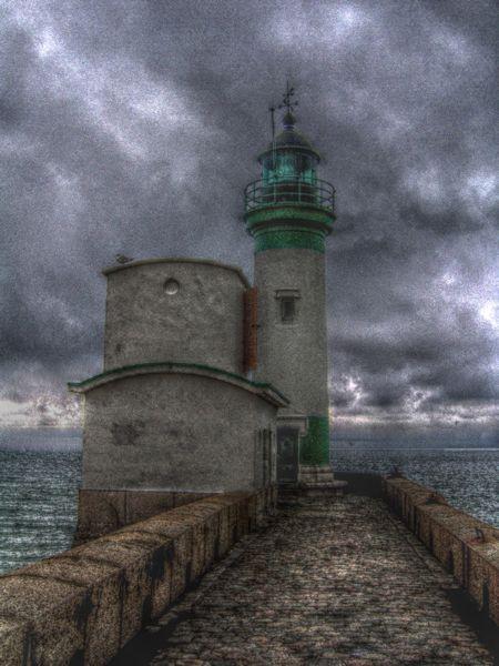 Le phare du Tréport (Seine-Maritime - 76470) [2005] (Photo de Didier Desmet) HDR [Artiste Infirme Moteur Cérébral] [Infirmité Motrice Cérébrale] [IMC] [Paralysie Cérébrale] [Cerebral Palsy] [Handicap]