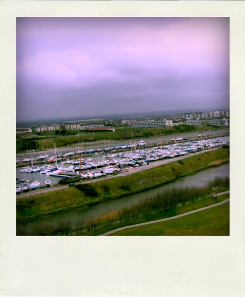 Le port de Calais (Pas-de-Calais - 62100) [2005] (Photo de Didier Desmet) Pola [Artiste Infirme Moteur Cérébral] [Infirmité Motrice Cérébrale] [IMC] [Paralysie Cérébrale] [Cerebral Palsy] [Handicap]