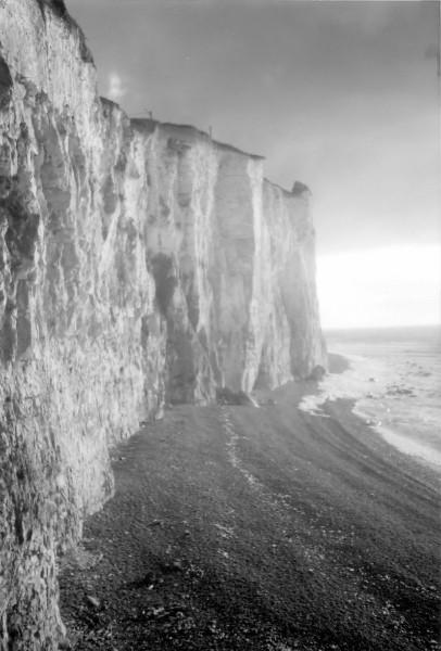 Les falaises d`Ault (Somme - 80460) [2000] (Photo de Didier Desmet) Gris Argentique (2) [Artiste Infirme Moteur Cérébral] [Infirmité Motrice Cérébrale] [IMC] [Paralysie Cérébrale] [Cerebral Palsy] [Handicap]