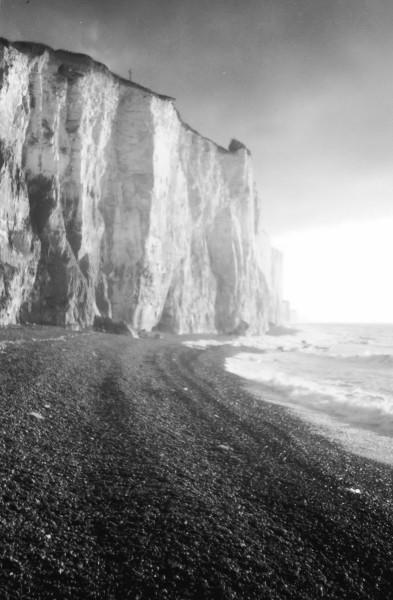 Les falaises d`Ault (Somme - 80460) [2000] (Photo de Didier Desmet) Gris Argentique [Artiste Infirme Moteur Cérébral] [Infirmité Motrice Cérébrale] [IMC] [Paralysie Cérébrale] [Cerebral Palsy] [Handicap]