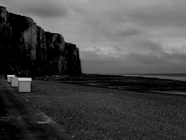 Les falaises du Tréport (Seine-Maritime - 76470) [2016] (Photo de Didier Desmet) 2 Monochrome [Artiste Infirme Moteur Cérébral] [Infirmité Motrice Cérébrale] [IMC] [Paralysie Cérébrale] [Cerebral Palsy] [Handicap]