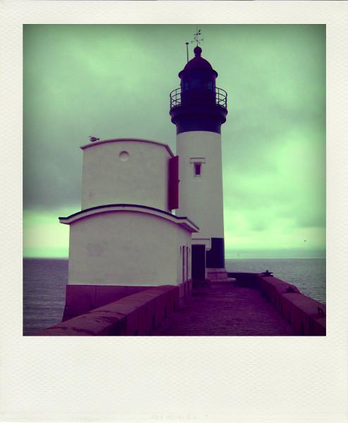 Le Tréport - Le phare (Seine-Maritime - 76470) [2005] (Photo de Didier Desmet) Port Pola [Artiste Infirme Moteur Cérébral] [Infirmité Motrice Cérébrale] [IMC] [Paralysie Cérébrale] [Cerebral Palsy] [Handicap]