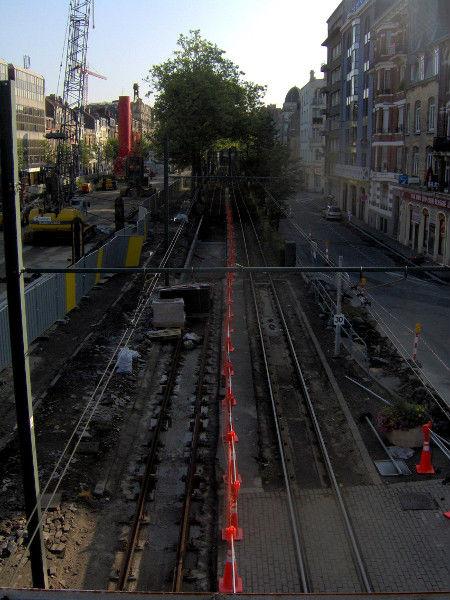 Lille - Travaux de l`avenue de la République (Nord - 59000) [2006] (Photo de Didier Desmet) [Artiste Infirme Moteur Cérébral] [Infirmité Motrice Cérébrale] [IMC] [Paralysie Cérébrale] [Cerebral Palsy] [Handicap]