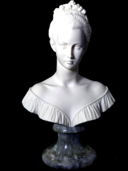 Madame [2020] (Photo de Didier Desmet) Buste de Giannelli [Artiste Infirme Moteur Cérébral] [Infirmité Motrice Cérébrale] [IMC] [Paralysie Cérébrale] [Cerebral Palsy] [Handicap] [Kawaii]
