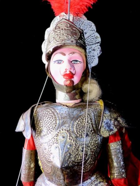 Marionnette sicilienne Opera dei Pupi - Rinaldo [2020] (Photo de Didier Desmet) [Artiste Infirme Moteur Cérébral] [Infirmité Motrice Cérébrale] [IMC] [Paralysie Cérébrale] [Cerebral Palsy] [Handicap]