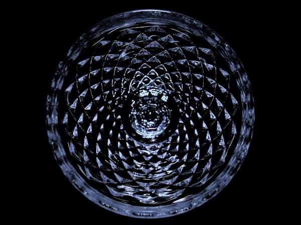 Rosace de verre [2020] (Photo de Didier Desmet) [Artiste Infirme Moteur Cérébral] [Infirmité Motrice Cérébrale] [IMC] [Paralysie Cérébrale] [Cerebral Palsy] [Handicap] [Kawaii]